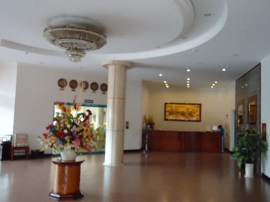 Khan Quang Do Hotel: Reception area