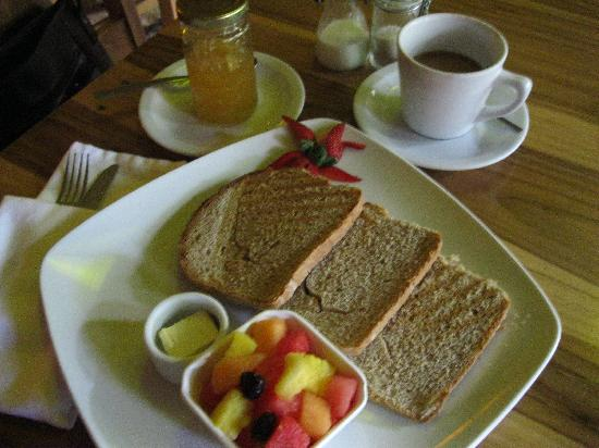 Hotel Via Via Copan: Fresh breads baked daily, homemade preserves, and fresh fruit available daily!  Other breakfast