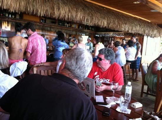 Duke's Waikiki: Duke's Canoe Club Bar