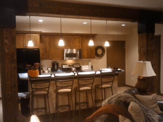 Silver Baron Lodge: Kitchen area