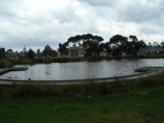 Cairnlea, Australië: One of the man made lakes