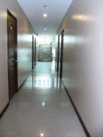 Buena Vida Suites Capitol: hall way