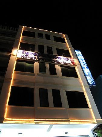 Khmer City Hotel: View at night