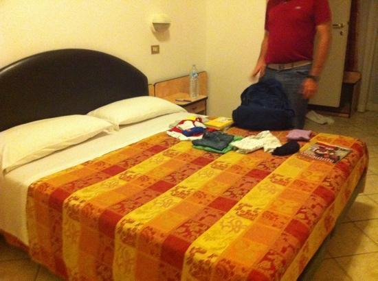 Hotel Diana: La camera da letto matrimoniale