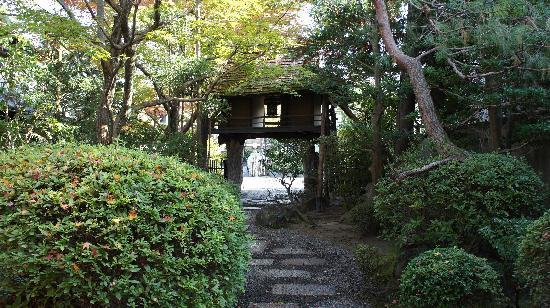 Heihachi Jaya: 騎牛門と庭園