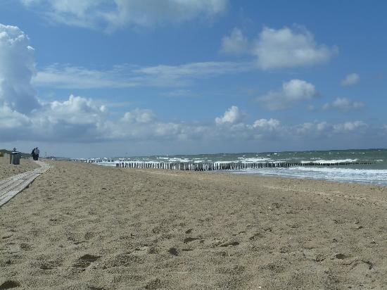 Hotel Nehalennia: Der unendlich lange Strand