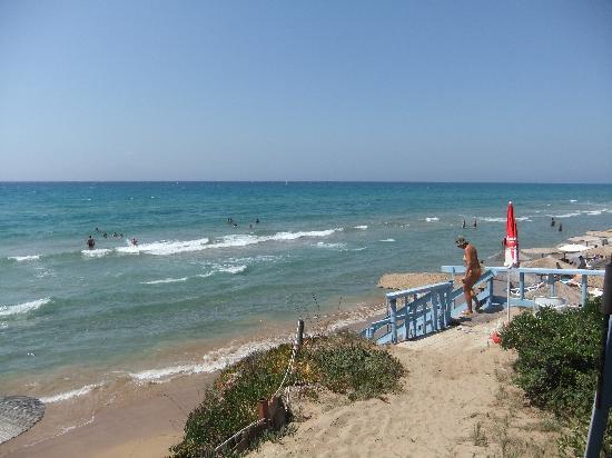 Fragos Garden Studios: fournia beach