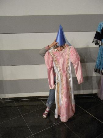 Kortrijk 1302: Dress up like a medieval princess  ..