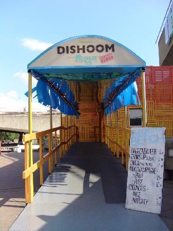 Dishoom Chowpatty Beach Bar : Entrance to the beach bar