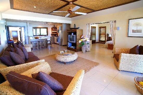 Rendezvous Villas: Spacious Lounge