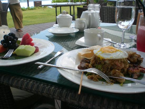 The Samaya Bali Seminyak: The 'Indonesian breakfast' option!