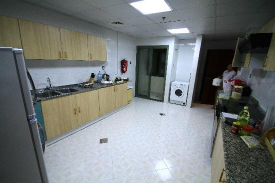 Siji Hotel Apartments: Kitchen