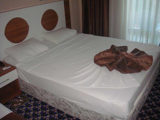 Batont Garden Resort Hotel: La chambre, comprennant un lit double et un lit simple