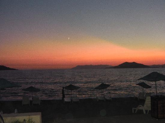 Poppy Apartments: beautiful sunset at Calis Beach
