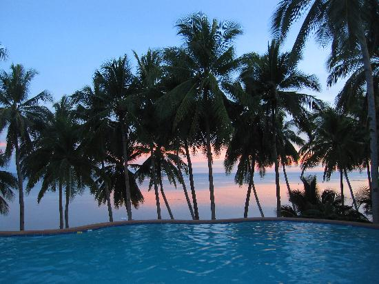 Anda White Beach Resort: sunset