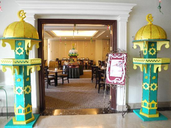 M-Regency Makassar: Restaurant geschmückt für Ramadan 2011