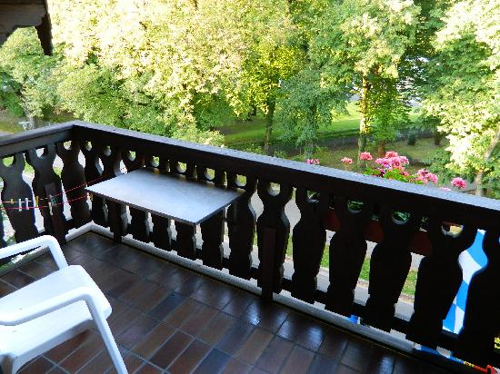 Hotel am Rupertuspark: a balcony with a park view