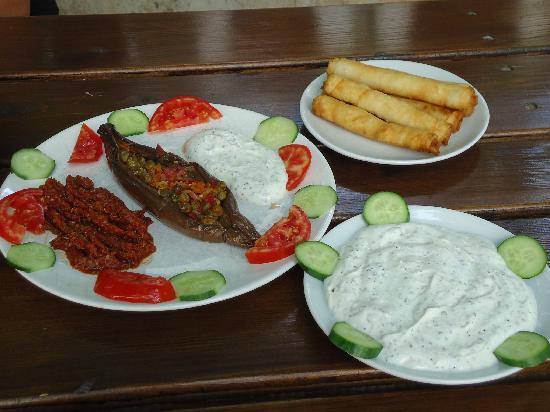 Mehmet and Ali Baba Kebab House: Sigara Boregi, e altro