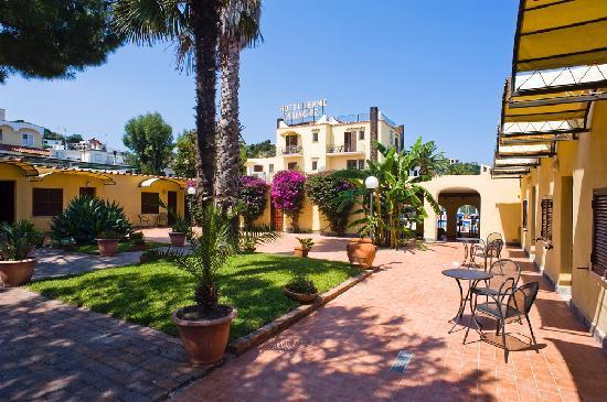 Hotel Terme Principe: Veduta del giardino