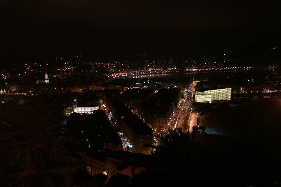 Mirador de Ulia: vista nocturna de San Sebastian desde su terraza