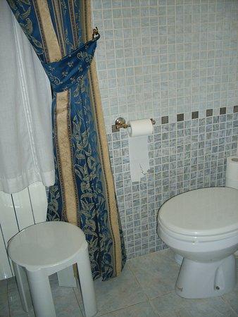 Hotel Julia: bathroom