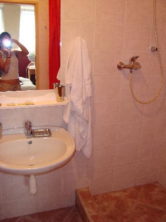 A Plus Hostal & Hotel: salle de bains