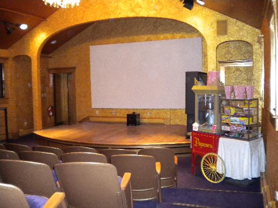 Maple House Inn Bed and Breakfast: 45 seat Movie Theater