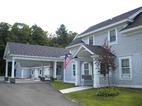 Maple House Inn Bed and Breakfast Picture