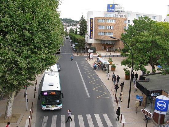 Comfort Hotel Cachan: Kyriad Hotel from RER station Arcueil-Cachan