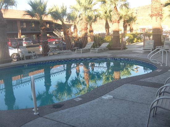 Quality Inn South Bluff: la piscina