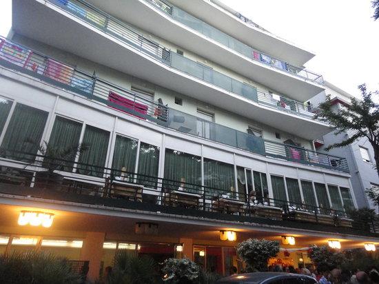 Hotel Plaza: façade de l'hôtel Plaza