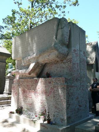 สุสาน Pere-Lachaise (Cimetiere du Pere-Lachaise): La tomba di Oscar Wilde