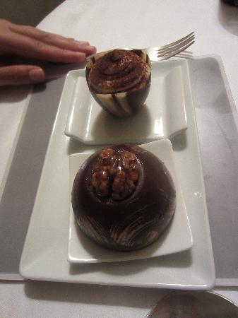 Mantel: pudding, they bring this to you on a cart and you get to choose two, how yummy!