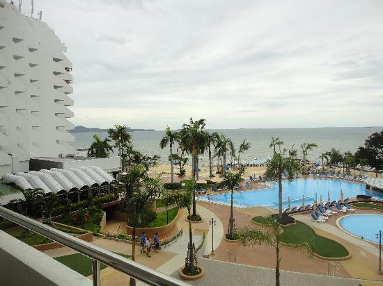 รอยัลคลิฟ แกรนด์โฮเทล แอนด์ สปา: Balcony view