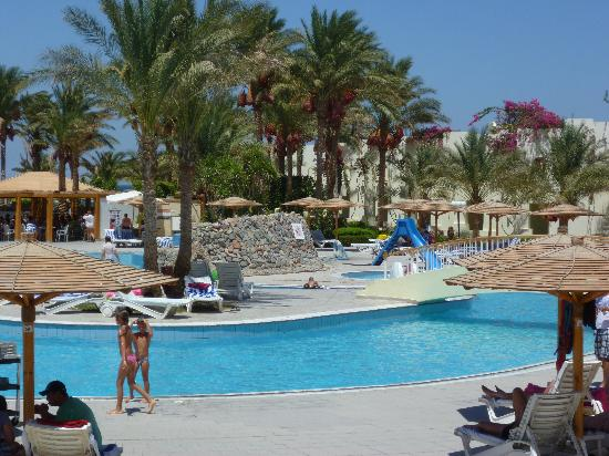 Palm Beach Resort: piscine avec petite ile centrale