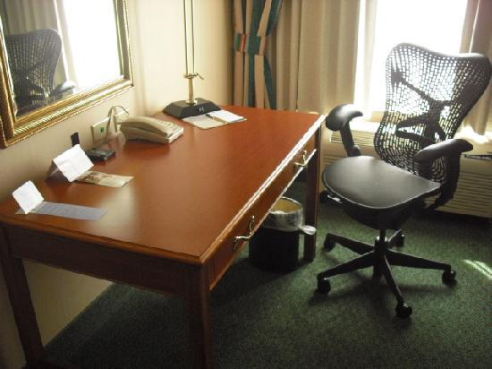 Hilton Garden Inn State College: Desk And Herman Miller Chair
