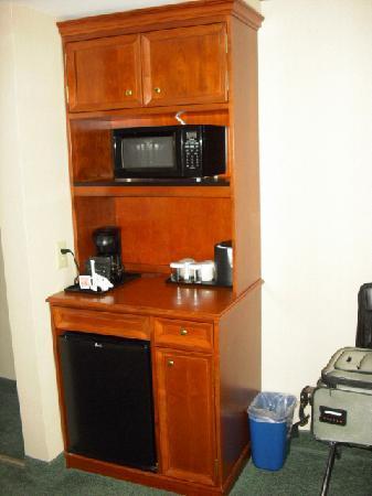 Hilton Garden Inn State College: Small appliance area