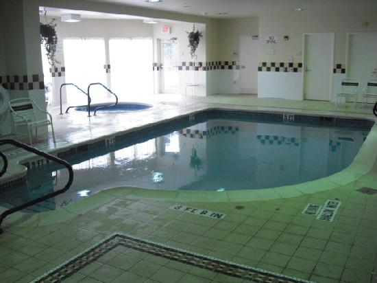 Hilton Garden Inn State College: Pool and Jacuzzi
