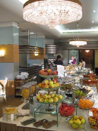 Best Western Premier Hotel Slon: Breakfast selection