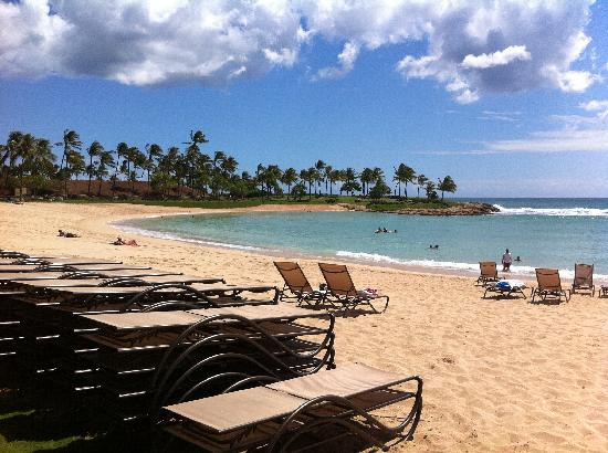 Aulani, a Disney Resort & Spa : Help yourself to a lounge chair