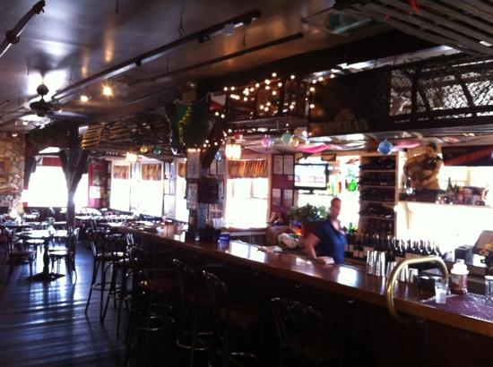 Skipper's Dock: Inside bar
