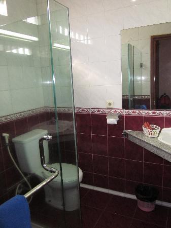 Mutiara Hotel: Bathroom