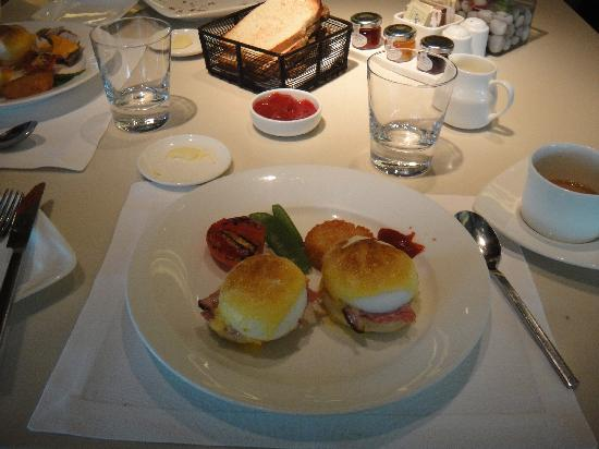 The Oberoi - TEMPORARILY CLOSED: Egg Benedict