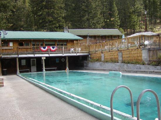 Lost Trail Hot Springs Resort: Hot Spring fed Pool
