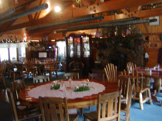 Lost Trail Hot Springs Resort: Dining Room/Bar