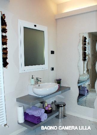 B&B Villa Luna Salo: bagno camera lilla villa luna
