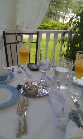 Le Chat Botte: breakfast outside