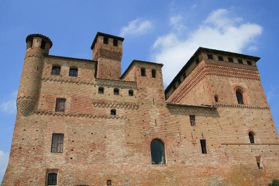Grinzane Cavour Castle: The Castle (Restaurant is Inside)