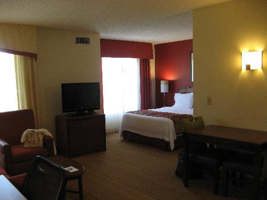 Residence Inn Raleigh Crabtree Valley: room 427