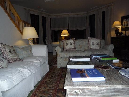 Hotel Nabia: Vue du salon